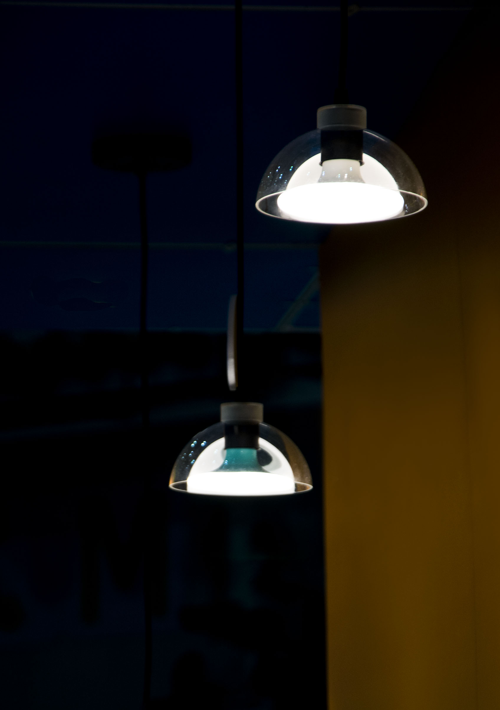 innovative lighting and design. Outstanding 3D Shape Light-guide Patent Design Creates Innovative Frameless Flat Bulb, And The Extraordinary LED Edge-lit Technology Delivers Comfortable Lighting